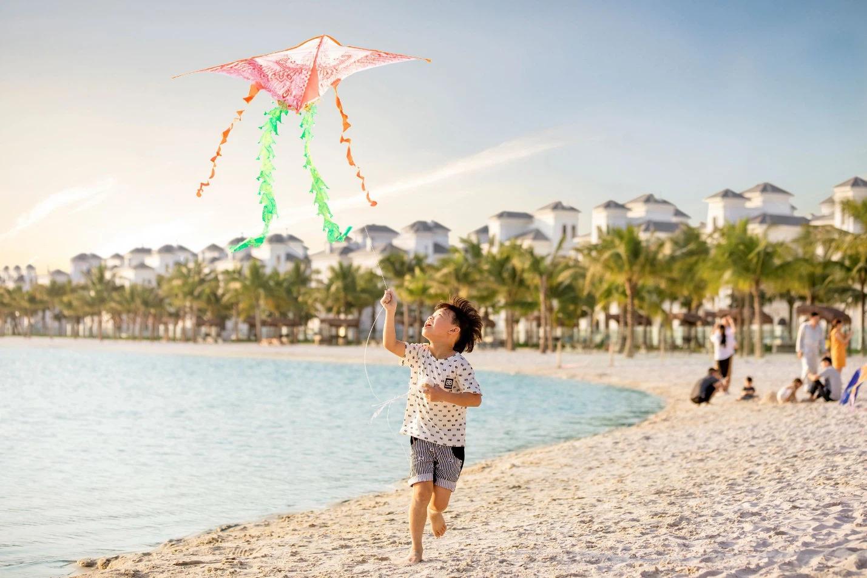 Thả diều, xây lâu đài cát mỗi chiều hè giữa lòng Hà Nội – đặc quyền duy nhất tại Vinhomes Ocean Park